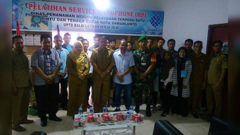 Pembukaan Pelatihan Servis Handphone di Rumah Kreatif BUMN Sawahlunto