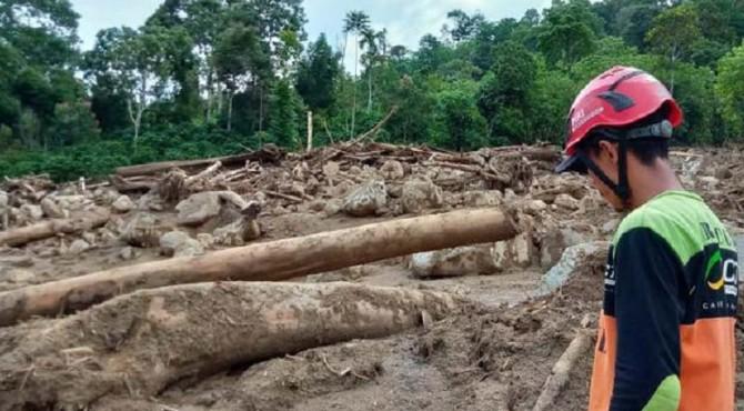 Korban banjir bandang dan longsor di Jorong Sapan Salak, Nagari Pakan Rabaa Timur, Kecamatan Koto Parit Gadang Diaeteh, Solok Selatan