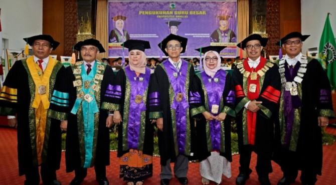 Tiga guru besar Fakultas Peternakan Unand dikukuhkan convention hall Unand, Kamis, 5 Desember 2019