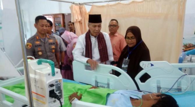 Korban Andika Saputra dijenguk Bupati Irdinansyah dan Kapolres Rokhmad di RSUD Batusangkar