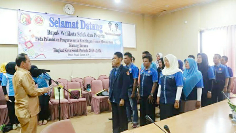 Wawako Solok, Reinier melantik kepengurusan baru karang taruna kota Solok periode 2019-2024.