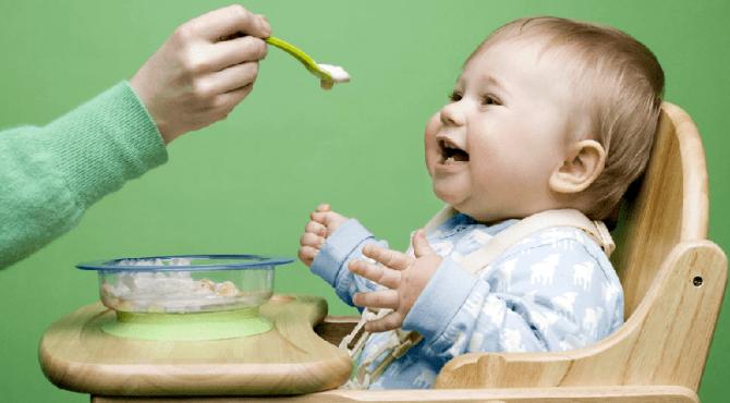 ilustrasi bayi makan