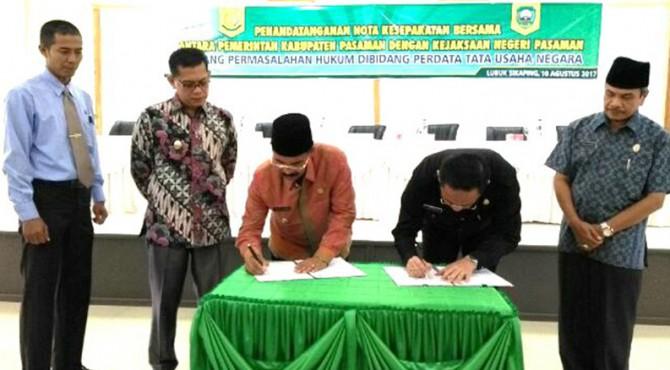 Bupati Pasaman dan Kejaksaan Negeri Pasaman tandatanganani nota kesepakatan bersama