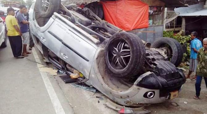 Kondisi mobil yang terbalik di Pasbar.