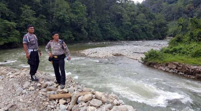 Kapolres Pasaman, AKBP Reko Indro Sasongko melakukan pengecekan di lokasi tambang.