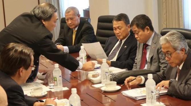 Menteri ESDM Ignasius Jonan memimpin delegasi Pemerintah RI dalam pertemuan dengan CEO Inpex Corporation, di Tokyo, Jepang, Senin (27/5)