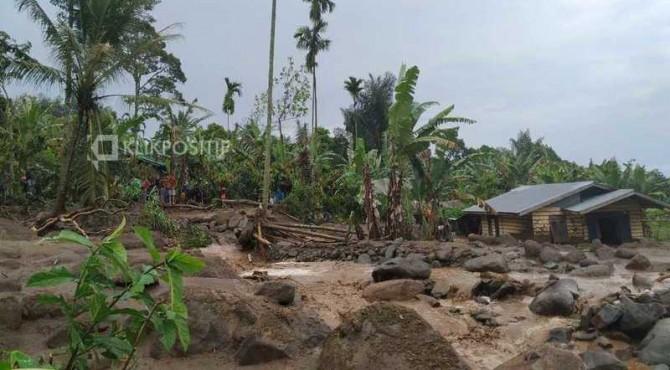 Kondisi banjir bandang yang terjadi di Limapuluh Kota.
