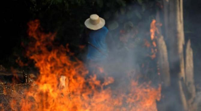 Citra satelit menemukan lebih dari 9.500 kebakaran hutan baru sejak Kamis saja, sebagian besar di lembah Amazon