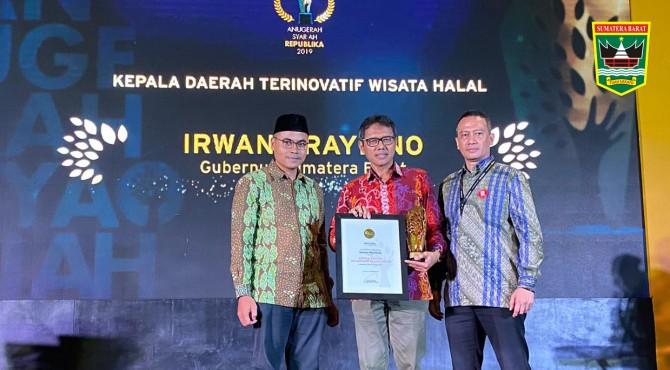 Gubernur Sumbar Irwan Prayitno menerima .