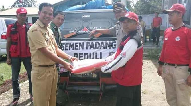 TRC PT Semen Padang serahkan bantuan logistik di Limapuluh Kota