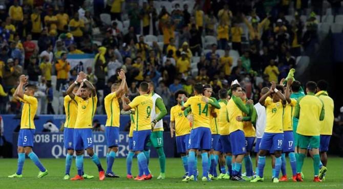 Selebrasi para pemain Brazil usai memastikan diri lolos ke Piala Dunia 2018.