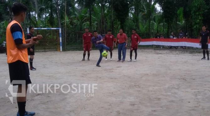 Darman Sahladi saat membuka Turnamen Futsal Ekor Parit Cup IV 2019.