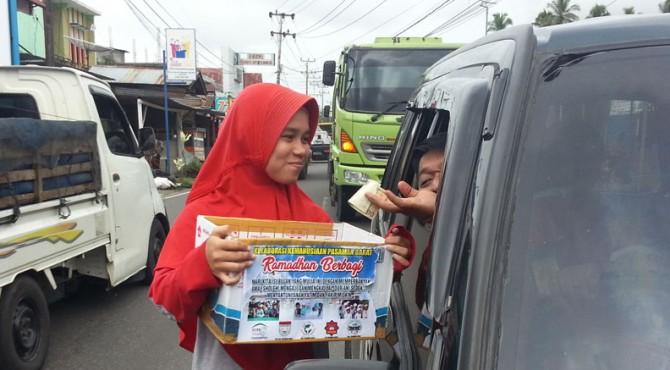 Penggalangan dana di Simpang Empat, Kecamatan Pasaman, Kabupaten Pasaman Barat