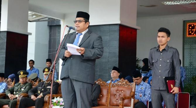 Wakil Bupati Padang Pariaman, Suhatri Bur saat menjadi Inspektur Upacara Hari Lahir Pancasila di Parit Malintang. Kamis, 1 Juni 2017