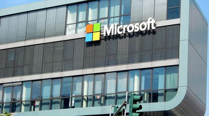 Microsoft memperingatkan beberapa pengguna webmail tentang kemungkinan serangan peretas yang dapat mengakses akun email secara ilegal.