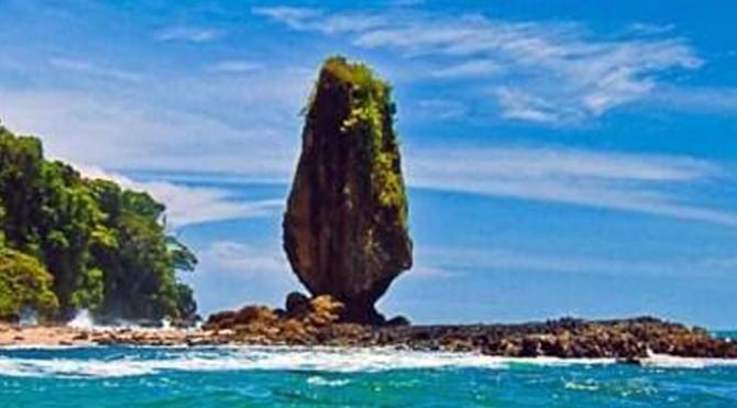 Objek wisata batu layar Lombok
