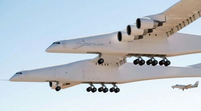 Pesawat putih bernama Roc, yang memiliki lebar sayap sepanjang lapangan sepak bola Amerika dan ditenagai oleh enam mesin di atas pesawat kembar, naik ke udara sesaat sebelum jam 7 pagi waktu Pasifik (1400 GMT)