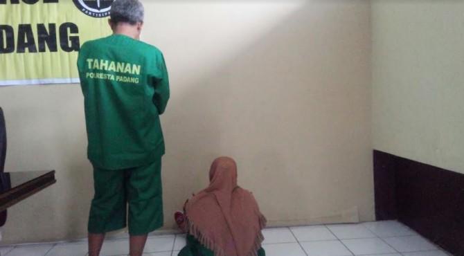 pasangan suami/istri penjual sate daging babi akhirnya dibekuk tim Satreskrim Polresta Padang pada Kamis 16 Mai 2019 di daerah Bekasi, Jakarta.