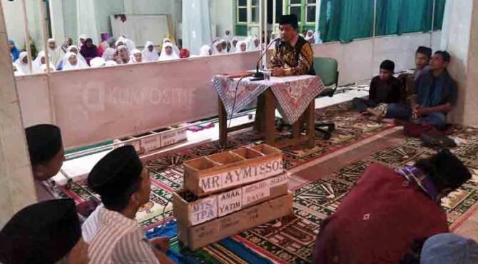 Wakil Bupati 50 Kota, Ferizal Ridwan saat memberikan sambutan dalam Safari Ramadan di daerahnya.