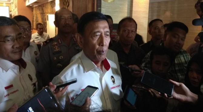 Menteri Koordinator Bidang Politik dan Keamanan atau Menkopolhukam, Jenderal Purnawirawan Wiranto