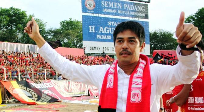 Pelatih Semen Padang FC, Nil Maizar.