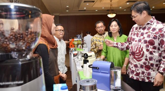 Menteri Perindustrian Airlangga Hartarto pada acara Peluncuran Pembinaan dan Pengembangan IKM Kopi di Jakarta, Senin (10/7)