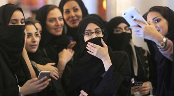Arab Saudi memungkinkan perempuan dewasa bepergian tanpa izin dan memberi mereka lebih banyak kontrol atas masalah keluarga.