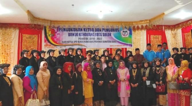 Wawako Solok, Reinier dan undangan foto bersama dengan Pengurus Bundo Kanduang kota Solok yang baru