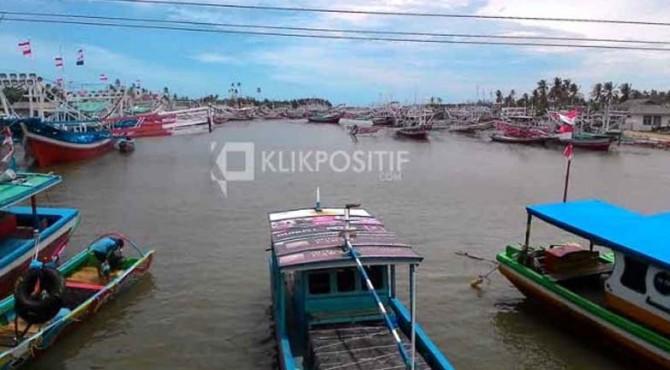 Barisan kapal nelayan di Pesisir Selatan