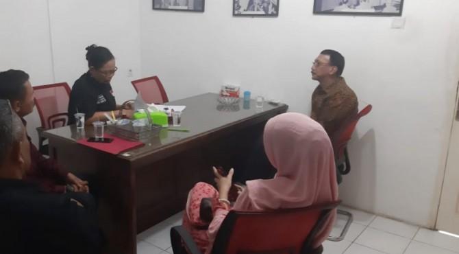 Bupati Pesisir Selatan Hendrajoni saat mendaftar ke DPD PDI Perjuangan, Jumat, 29 November 2019