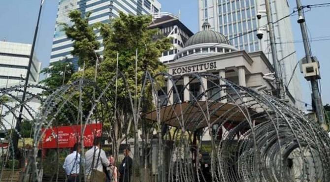Jelang sidang putusan Perselisihan Hasil Pemilihan Umum (PHPU) Pilpres 2019 di Gedung Mahkamah Konstitusi (MK), kondisi Jalan Medan Merdeka Barat, masih terpantau sepi.