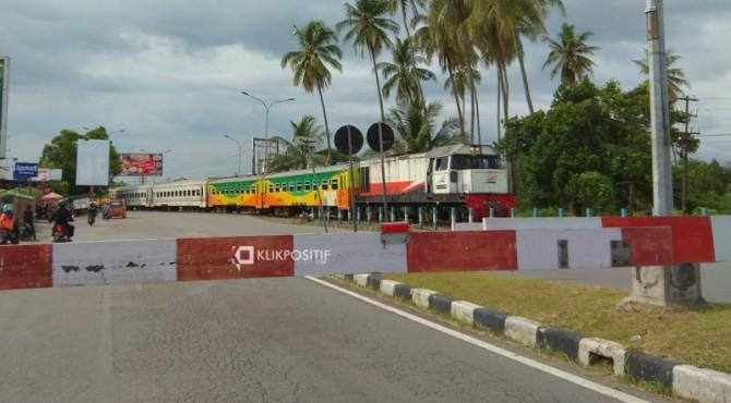 Perlintasan kereta api di Tabing, Kota Padang