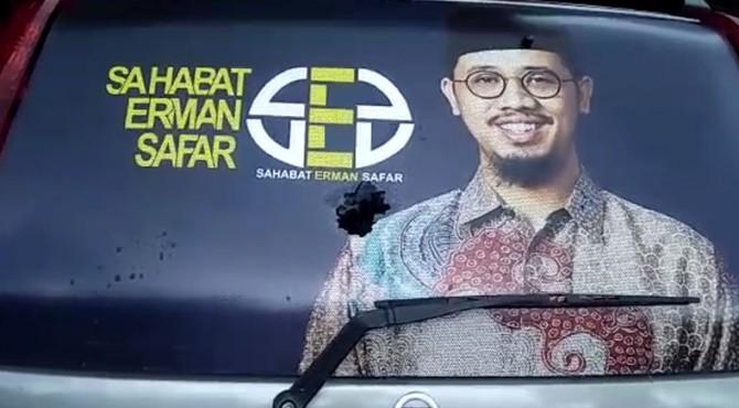 Kaca mobil belakang milik Sahabat Erman Safar pecah akibat dilempari batu