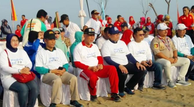 Gerakan menghadap laut di Kota Padang