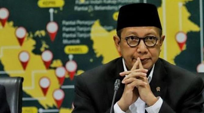 Menteri Agama Lukman Hakim Saifuddin memaparkan hasil sidang isbat usai mendengarkan pemaparan posisi hilal dari 34 provinsi terlebih dahulu di Kantor Kementerian Agama, Jakarta, Minggu (5/5).