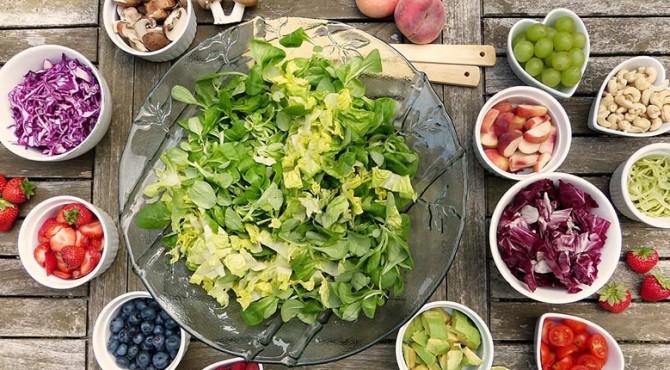 peningkatan konsumsi buah dan sayuran bisa meningkatkan kesejahteraan mental dan kepuasan hidup
