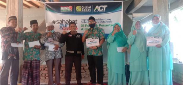 ACT Sumbar salurkan bantuan biaya hidup untuk 50 orang Guru Pesantren Al-Barkah Gunung Tua, Pasaman Barat pada Ahad (20/12) kemarin melalui program Sahabat Guru Indonesia