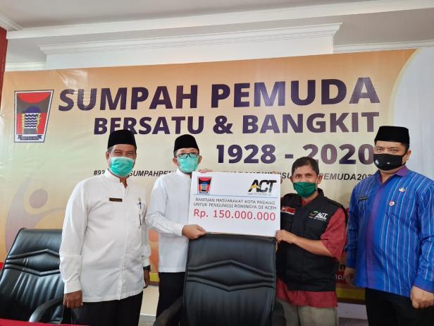 Penyaluran bantuan dari masyarakat Padang untuk korban Rohingya melalui ACT Sumbar