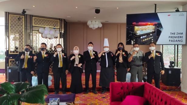 Jajaran Manajemen The ZHM Premiere Padang