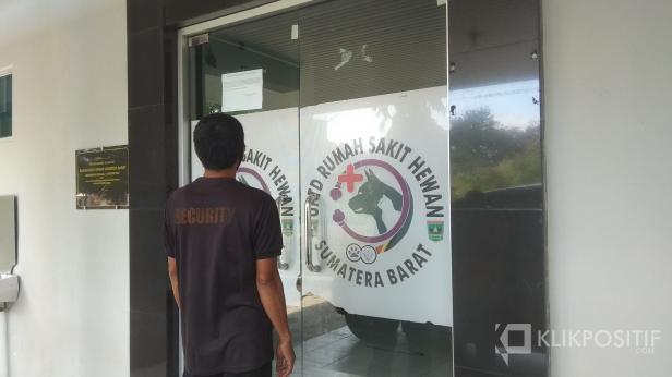 Salah Seorang Sekuriti UPTD Rumah Sakit Hewan Sumatera Barat