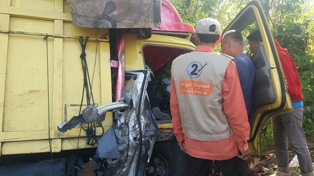 Truk Cold Diesel yang terlibat kecelakaan dengan Grand MAX di Tarusan Pessel