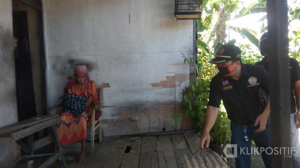 Penyerahan Paket Sembako oleh Pokdarkamtibmas Sumbar