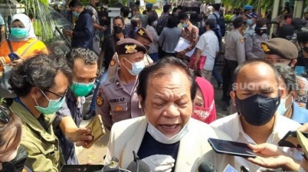 Alamsyah Hanafiah, pengacara Habib Rizieq Shihab saat ditemui wartawan di PN Jaktim.