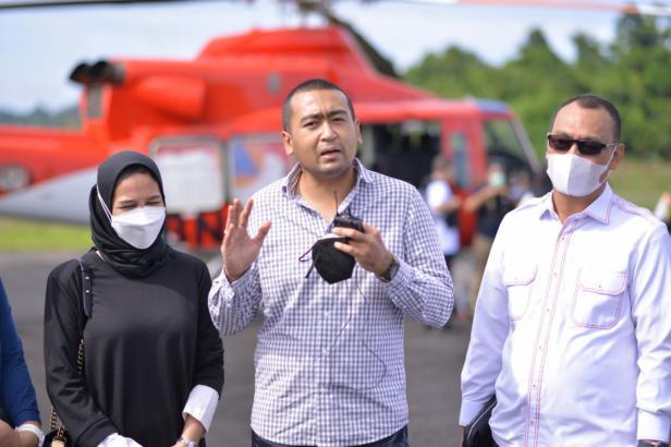 Wagub Sumbar Audy Joinaldy dan Bupati Mentawai Yudas Sabagalet
