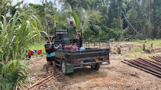 Anak Kampung Dorba Sambut Hangat Satgas TMMD