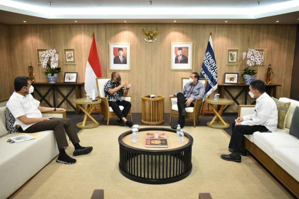 Anggota Komisi VI DPR RI Andre Rosiade berdialog dengan Menteri Perdagangan Muhammad Lutfi dan Wako Bukittinggi Erman Safar