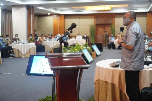 Andre Rosiade memberikan sambutan dalam acara Silaturahmi Pemerintah Provinsi Sumatra Barat dengan Anggota DPR dan DPD RI di Hotel Balairung, Jakarta, Senin (19/4) malam.