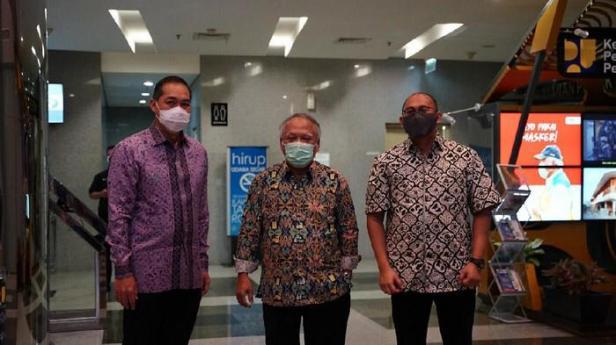 Anggota Komisi VI DPR RI Andre Rosiade menggelar pertemuan bersama Menteri PUPR Basuki Hadimoeljono dan Mendag M Luthfi di kantor Kementerian PUPR, Jakarta.