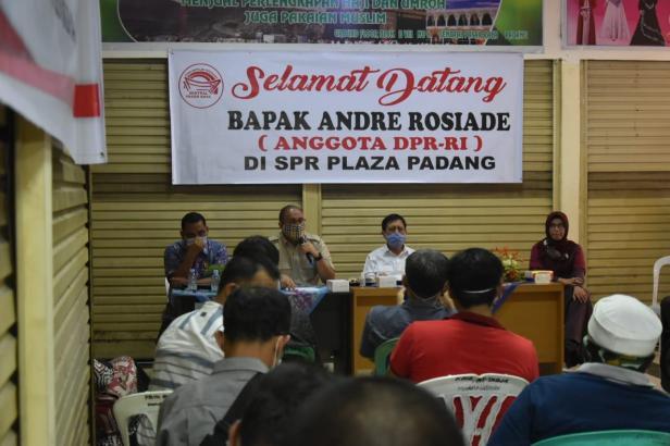 Andre Rosiade lakukan pertemuan dengan ratusan pedagang SPR Padang