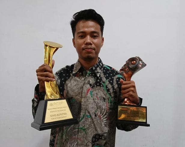 Givo Alputra, anggota PFI Padang meraih anugerah Photo of The Year APFI 2021